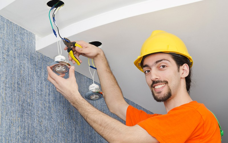Signs You Need to Call an Electrician