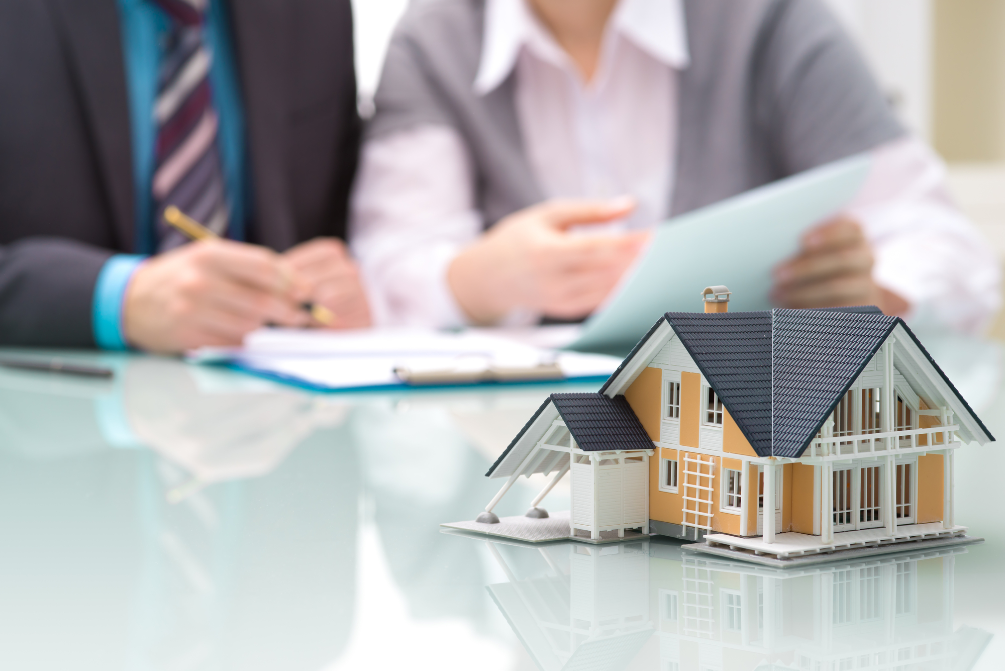How does a Real Estate Brokerage Firm Work?